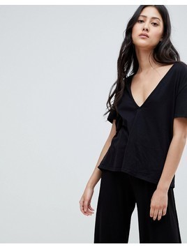 NYTT Kinsley Deep V-Neck T-Shirt - Black