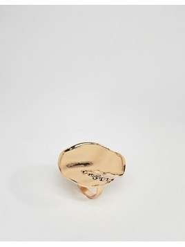 ASOS DESIGN statement ring with abstract hammered detail in gold - Gold