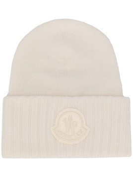 Moncler logo patch beanie hat - White