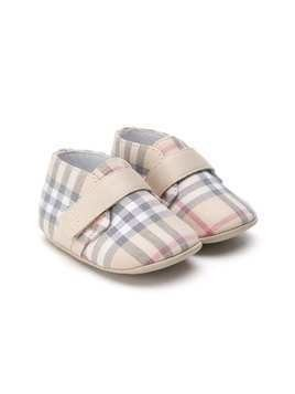 Burberry Kids Signature check pattern pre-walkers - Neutrals